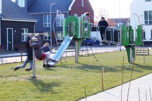 buiten spelende kinderen -foto4 Van Ee Speeltoestellen