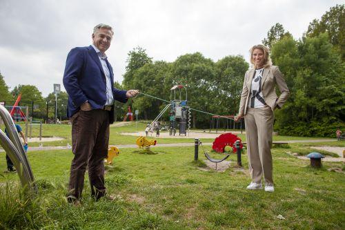 voorzitter BS&B Michiel van Campen en JOGG-directeur Marjon Bachra